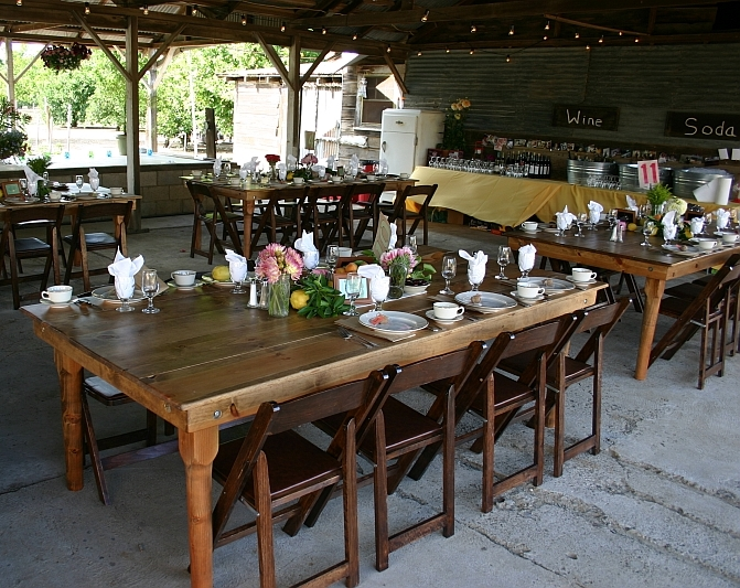 farm-tables-in-barn1